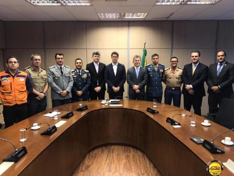 Em reunião no MMA governador Mauro Mendes e comandante do CBMMT, Alessandro Borges.