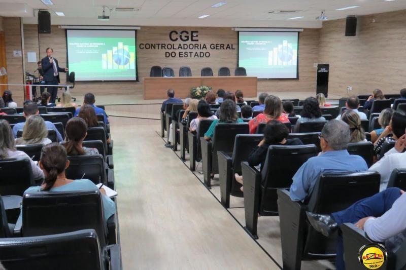 """Secretário do TCU em Mato Grosso, René Neuenschwander, explica a """"Estratégia Nacional de Prevenção e Combate à Fraude e à Corrupção""""."""